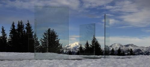 Le mont Blanc vu à travers les nouveaux panneaux d'orientation