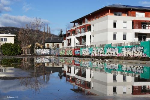 Le sol restant après la destruction des bâtiments se prête à quelques jeux de reflets ...