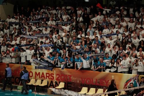 Les supporters de Tours, très présents et longuement remerciés par leur équipe à l'issue du match.