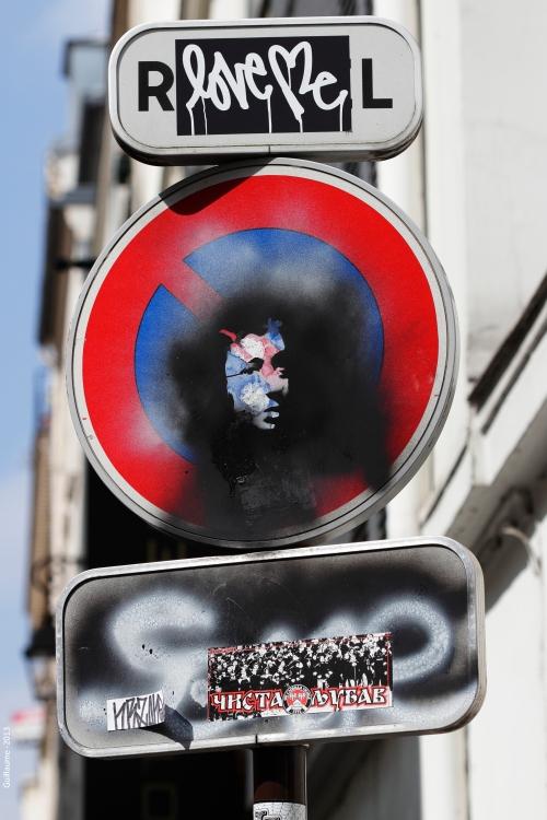 Un détail devant la maison de Serge Gainsbourg à Paris