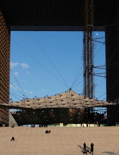 Vue de l'Arche depuis la passerelle ouest.