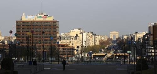 Vue sur les Champs-Élysées depuis l'Est de la Défense